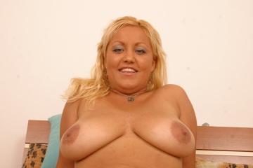 Amateursex aus Basel mit molliger Blondine